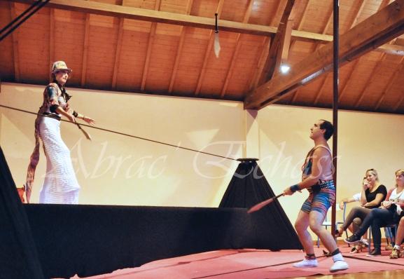 boite à merveilles spectacle rue cirque festival mat chinois fil de fer clowns jongleurs aerien girly kawai(45)