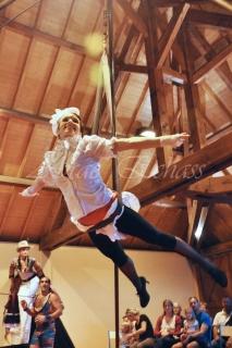 boite à merveilles spectacle rue cirque festival mat chinois fil de fer clowns jongleurs aerien girly kawai(56)