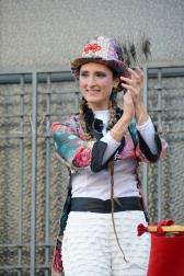 boite à merveilles spectacle rue cirque festival mat chinois fil de fer clowns jongleurs aerien girly kawai(6)