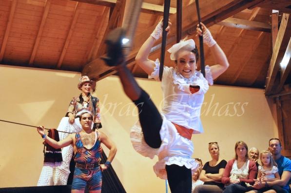boite à merveilles spectacle rue cirque festival mat chinois fil de fer clowns jongleurs aerien girly kawai(61)