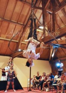 boite à merveilles spectacle rue cirque festival mat chinois fil de fer clowns jongleurs aerien girly kawai(63)