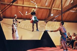 boite à merveilles spectacle rue cirque festival mat chinois fil de fer clowns jongleurs aerien girly kawai(66)