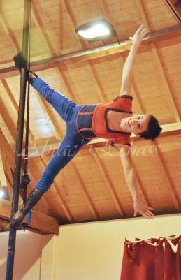 boite à merveilles spectacle rue cirque festival mat chinois fil de fer clowns jongleurs aerien girly kawai(73)