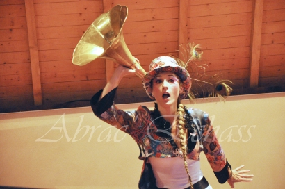 boite à merveilles spectacle rue cirque festival mat chinois fil de fer clowns jongleurs aerien girly kawai(76)