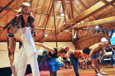 boite à merveilles spectacle rue cirque festival mat chinois fil de fer clowns jongleurs aerien girly kawai(82)