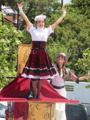 boite à merveilles spectacle rue cirque festival mat chinois fil de fer clowns jongleurs aerien girly kawai(88)