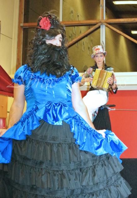 boite à merveilles spectacle rue cirque festival mat chinois fil de fer clowns jongleurs aerien girly kawai(98)