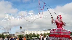 bulles de bonheur echassier parade colores festifs carnaval grandiose crinolines bulles de savon rose girly kawai (11)