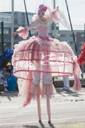 bulles de bonheur echassier parade colores festifs carnaval grandiose crinolines bulles de savon rose girly kawai (14)
