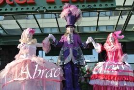 bulles de bonheur echassier parade colores festifs carnaval grandiose crinolines bulles de savon rose girly kawai (19)