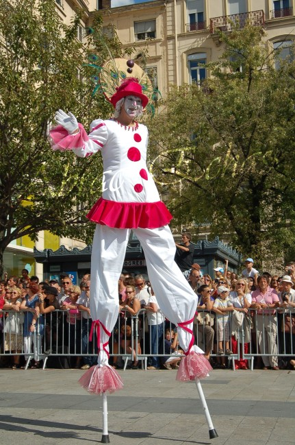 bulles de bonheur echassier parade colores festifs carnaval grandiose crinolines bulles de savon rose girly kawai (27)
