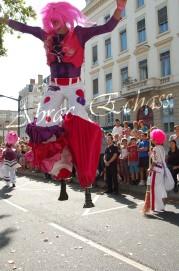 bulles de bonheur echassier parade colores festifs carnaval grandiose crinolines bulles de savon rose girly kawai (28)