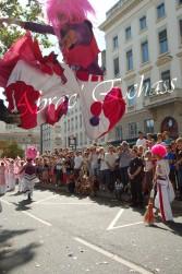 bulles de bonheur echassier parade colores festifs carnaval grandiose crinolines bulles de savon rose girly kawai (29)