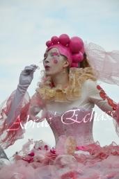 bulles de bonheur echassier parade colores festifs carnaval grandiose crinolines bulles de savon rose girly kawai (33)