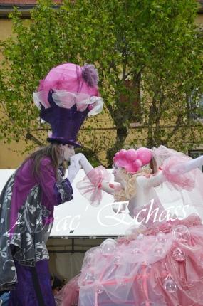 bulles de bonheur echassier parade colores festifs carnaval grandiose crinolines bulles de savon rose girly kawai (34)