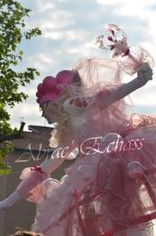 bulles de bonheur echassier parade colores festifs carnaval grandiose crinolines bulles de savon rose girly kawai (35)