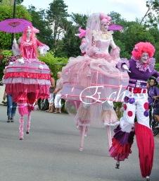 bulles de bonheur echassier parade colores festifs carnaval grandiose crinolines bulles de savon rose girly kawai (37)