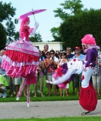 bulles de bonheur echassier parade colores festifs carnaval grandiose crinolines bulles de savon rose girly kawai (41)