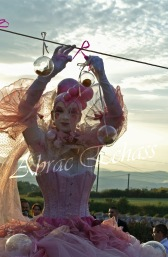 bulles de bonheur echassier parade colores festifs carnaval grandiose crinolines bulles de savon rose girly kawai (56)