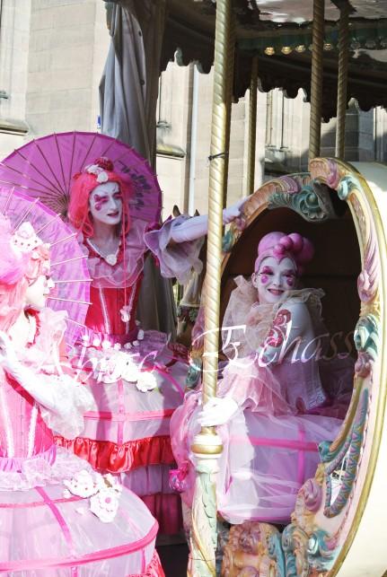 bulles de bonheur echassier parade colores festifs carnaval grandiose crinolines bulles de savon rose girly kawai (60)