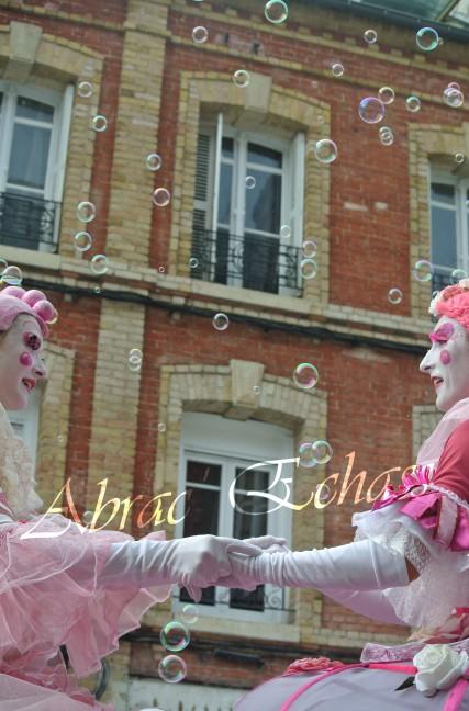 bulles de bonheur echassier parade colores festifs carnaval grandiose crinolines bulles de savon rose girly kawai (64)