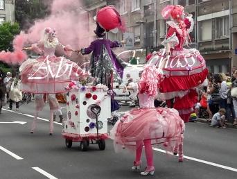 bulles de bonheur echassier parade colores festifs carnaval grandiose crinolines bulles de savon rose girly kawai (7)