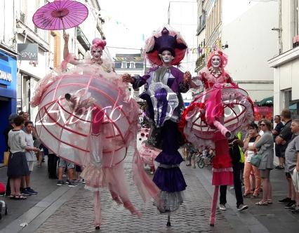 bulles de bonheur echassier parade colores festifs carnaval grandiose crinolines bulles de savon rose girly kawai (9)