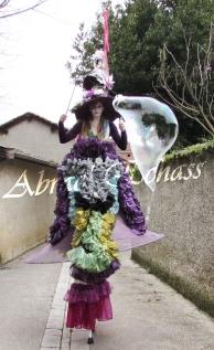 clowns en ciel echassiers colores oiseaux fleurs festifs parade animation carnaval evenementiel bulles de savon danse chapeau vertigineux froufro (79)