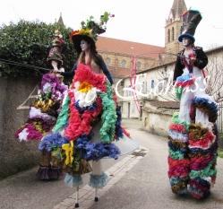 clowns en ciel echassiers colores oiseaux fleurs festifs parade animation carnaval evenementiel bulles de savon danse chapeau vertigineux froufro (80)