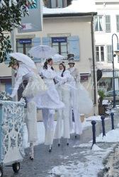 dentelles d'echass echassiers lumineux feeriques blancs parade animation evenementiel noel carnaval soirees blanches juspes originales leds g (48)