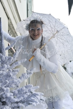 dentelles d'echass echassiers lumineux feeriques blancs parade animation evenementiel noel carnaval soirees blanches juspes originales leds g (51)