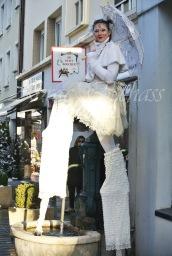 dentelles d'echass echassiers lumineux feeriques blancs parade animation evenementiel noel carnaval soirees blanches juspes originales leds g (58)