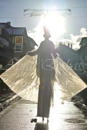 dentelles d'echass echassiers lumineux feeriques blancs parade animation evenementiel noel carnaval soirees blanches juspes originales leds g (59)