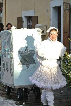 dentelles d'echass echassiers lumineux feeriques blancs parade animation evenementiel noel carnaval soirees blanches juspes originales leds g (61)