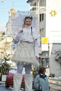 dentelles d'echass echassiers lumineux feeriques blancs parade animation evenementiel noel carnaval soirees blanches juspes originales leds g (63)