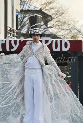 dentelles d'echass echassiers lumineux feeriques blancs parade animation evenementiel noel carnaval soirees blanches juspes originales leds g (64)