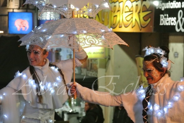 dentelles d'echass echassiers lumineux feeriques blancs parade animation evenementiel noel carnaval soirees blanches juspes originales leds g (65)