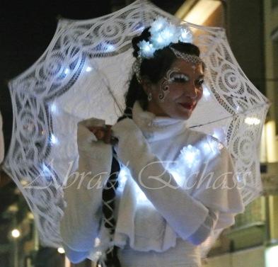 dentelles d'echass echassiers lumineux feeriques blancs parade animation evenementiel noel carnaval soirees blanches juspes originales leds g (70)
