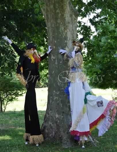 echass epouvantails echassiers venitiens paysans champetre campagne parade animation spectacle clowns danse (12)