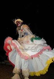echass epouvantails echassiers venitiens paysans champetre campagne parade animation spectacle clowns danse (14)