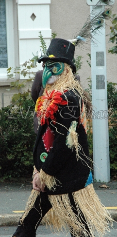 echass epouvantails echassiers venitiens paysans champetre campagne parade animation spectacle clowns danse (15)
