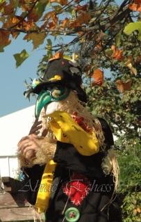 echass epouvantails echassiers venitiens paysans champetre campagne parade animation spectacle clowns danse (16)