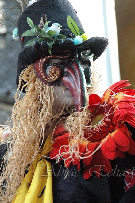 echass epouvantails echassiers venitiens paysans champetre campagne parade animation spectacle clowns danse (18)