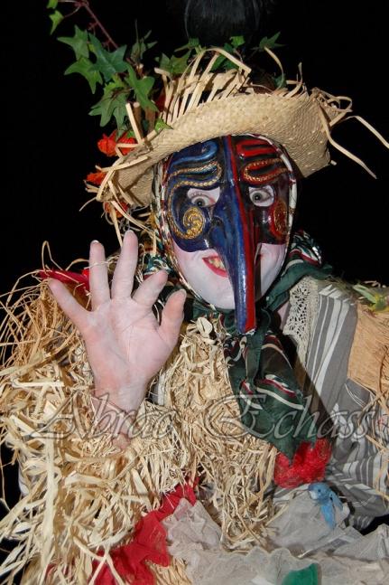 echass epouvantails echassiers venitiens paysans champetre campagne parade animation spectacle clowns danse (19)
