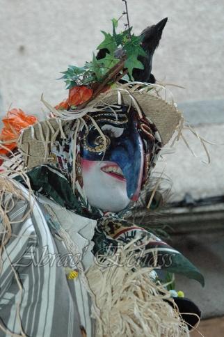 echass epouvantails echassiers venitiens paysans champetre campagne parade animation spectacle clowns danse (25)
