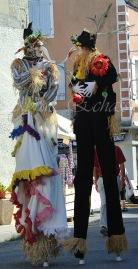 echass epouvantails echassiers venitiens paysans champetre campagne parade animation spectacle clowns danse (4)