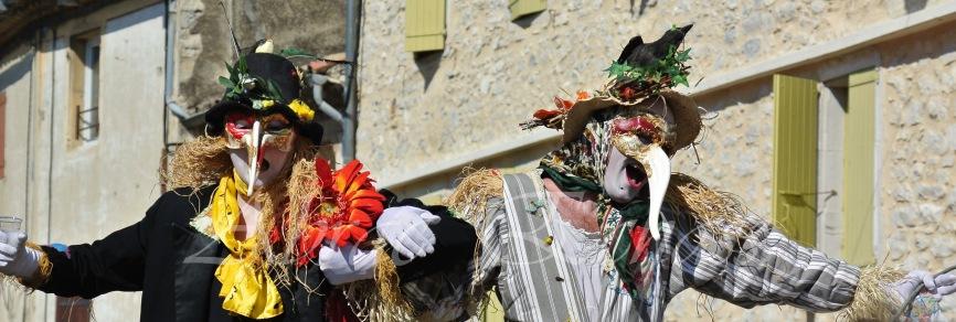 echass epouvantails echassiers venitiens paysans champetre campagne parade animation spectacle clowns danse (7)
