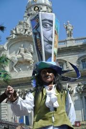 echass et toiles echassiers dali femme paon plumes de paon crinoline parade animation evenementiel grandiose magnifiques (17)