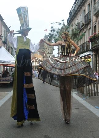 echass et toiles echassiers dali femme paon plumes de paon crinoline parade animation evenementiel grandiose magnifiques (4)