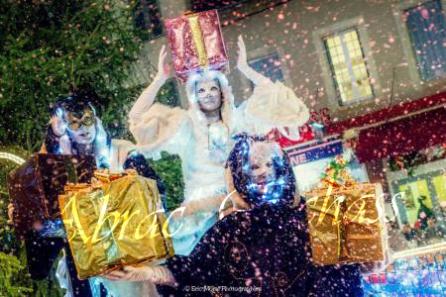 echass neige echassiers lumineux leds hiver fourrures colores parade noel marches noel animation char a neige musical magique feerique (22)